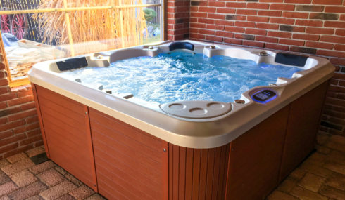 Canadian Spa International® Delphina 3 Gen - Family whirlpool for both garden and indoor - Spa Studio