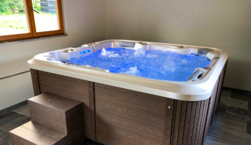 Delphina Royal Vision whirlpool with unique sheathing Lacan Thermal Technology - Spa Studio