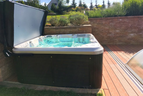 Garden jacuzzi on the terrace Delphina 3gen - Spa Studio