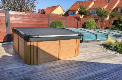 Garden family hot tub with thermo cover Delphina - Canadian Spa International® - Spa Studio