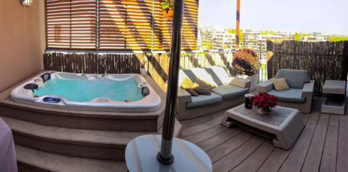 Hot tub Corall on a roof terrace. Canadian Spa International®