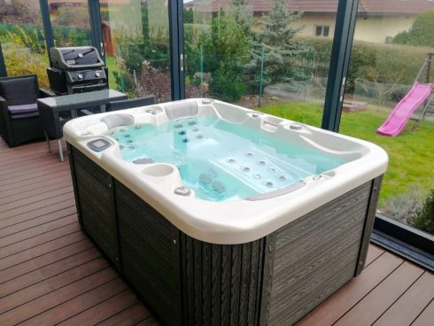 Intimate massage jacuzzi Corral in a winter garden - Spa Studio