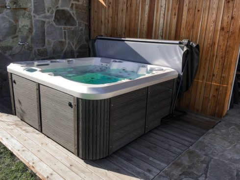 Spa Studio - whirlpools by Canadian Spa International® family hot tub Delphina New
