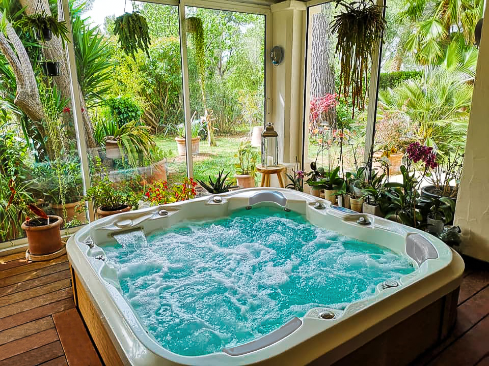 Nemo by Canadian Spa International® - both indoor and outdoor massage whirlpool