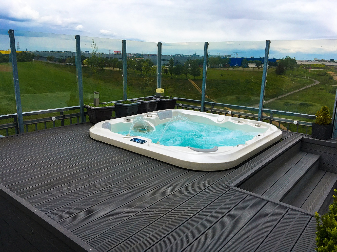 Jacuzzi Nemo by Canadian Spa International® - outdoor family whirlpool. Spa-Studio