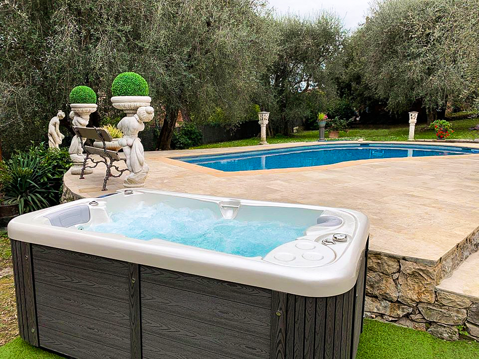 Intimate massage whirlpool for the garden for year-round use - model Lara Mini New - Canadian Spa International®