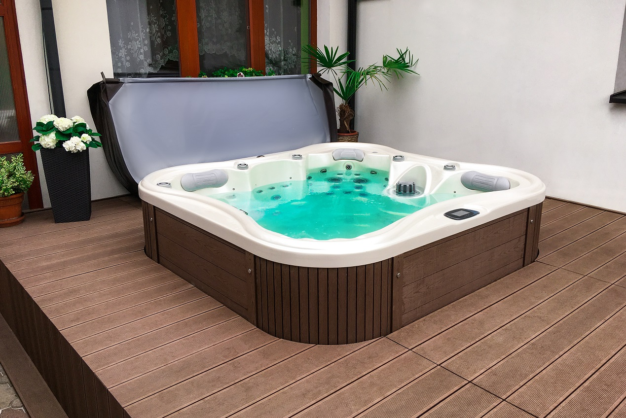 Nemo Excellence - a luxurious family whirlpool semi-recessed in the terrace