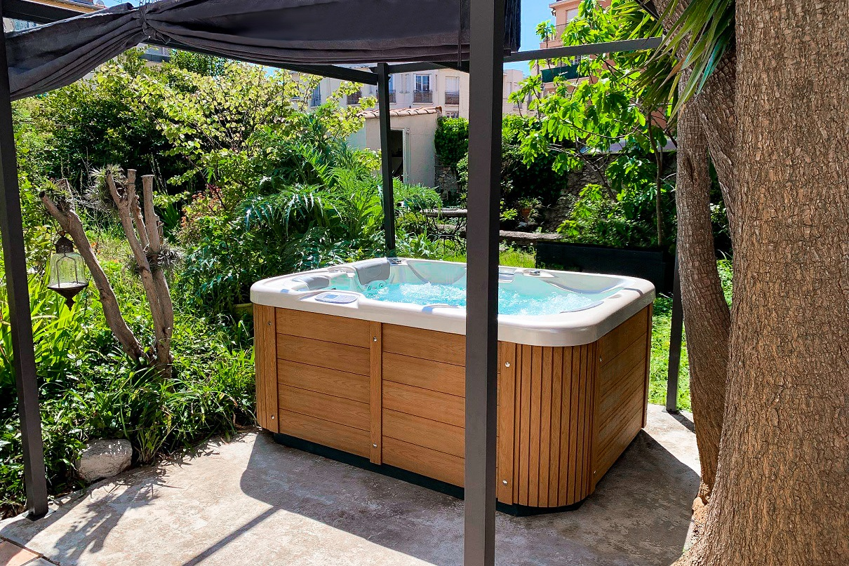 Corall outdoor garden whirlpool - Canadian Spa International® luxury sheathing Lacan TT - massage whirlpools and swimming whirlpools Spa Studio