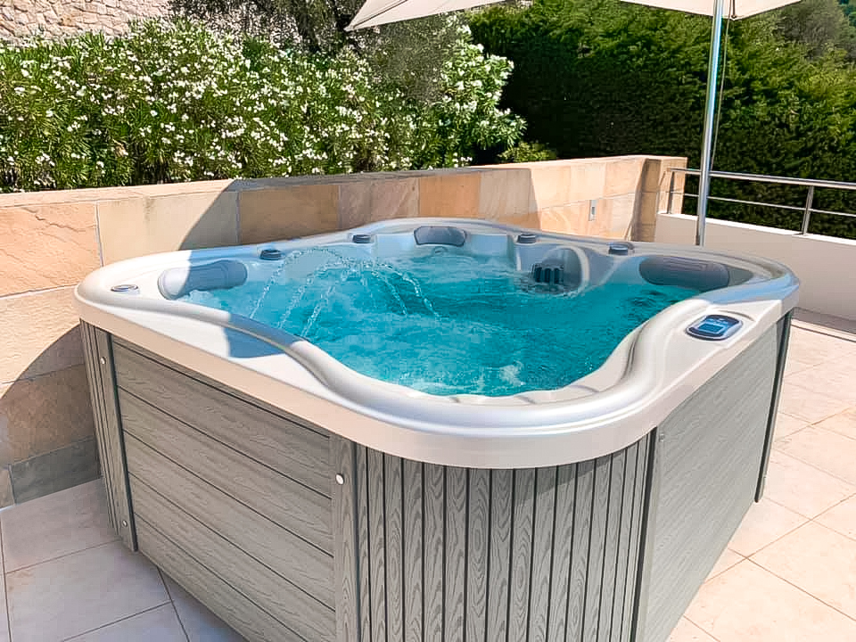 Nemo Excellence - a luxurious family whirlpool on a terrace - www.spa-studio.cz
