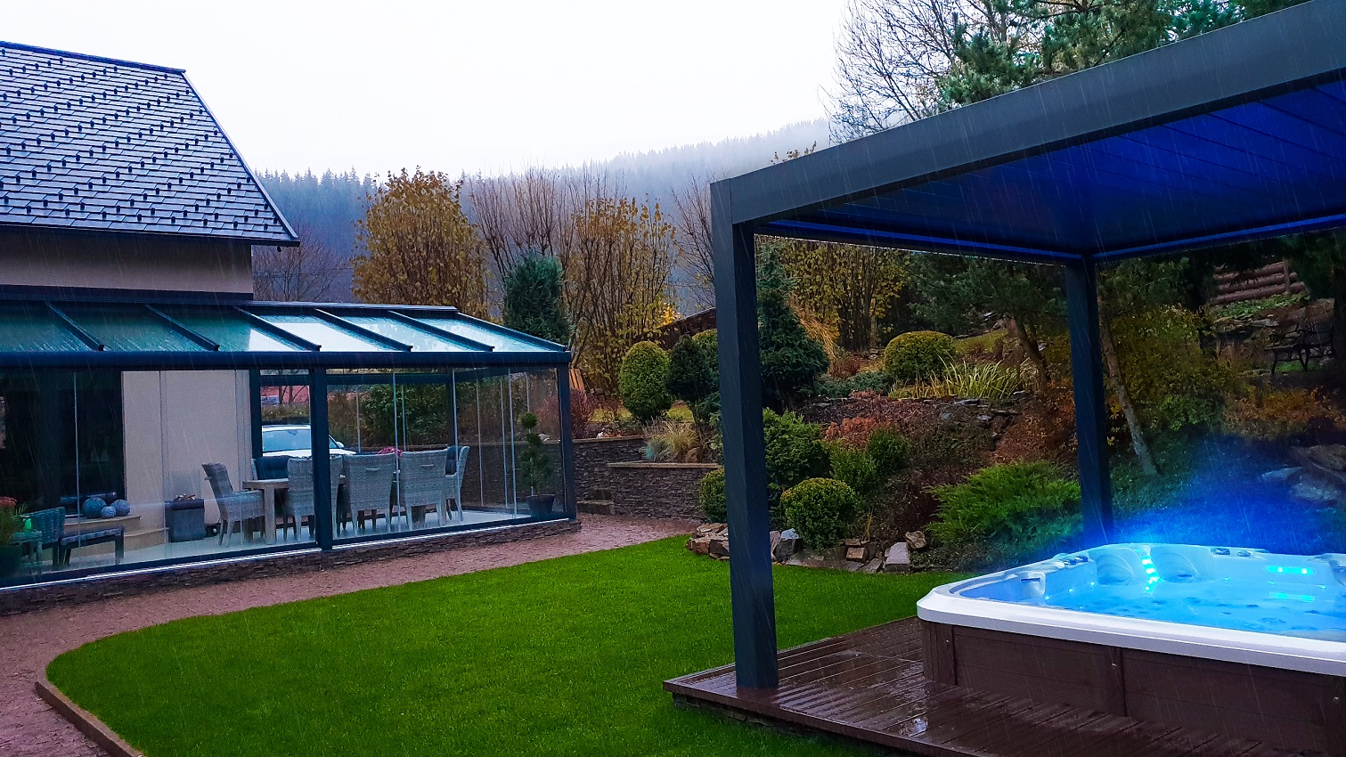 Hot tub jacuzzi Delphina Royal Vision in garden