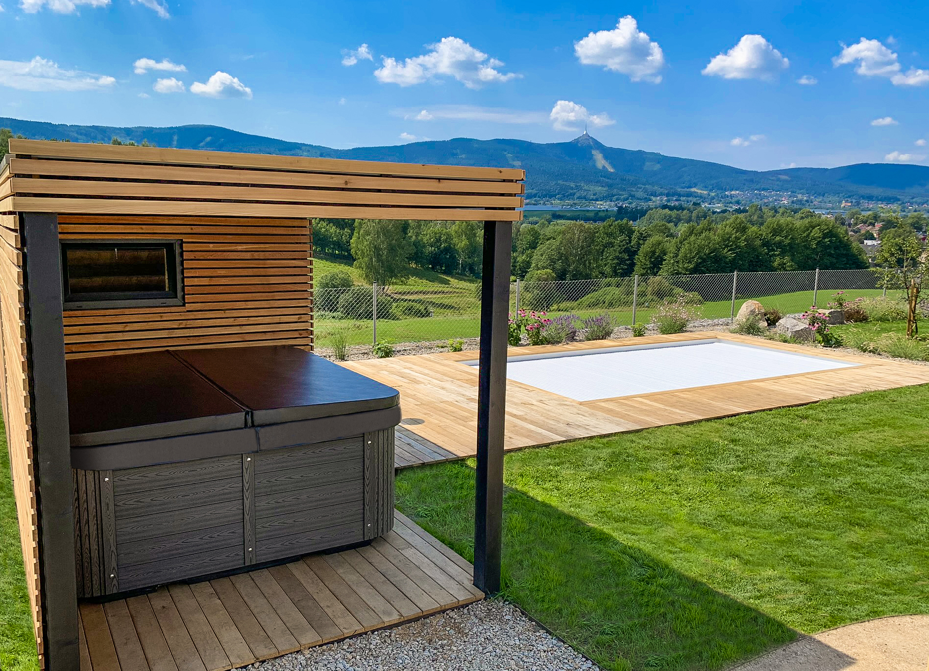 Intimate jacuzzi Canadian Spa International® - Spa Studio Czech Republic