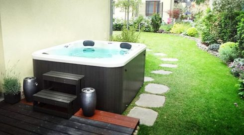 Spa-Studio - Intimate whirlpools to both garden and interior Canadian Spa International® - hot tub Puerla