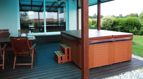 American hot tub on the terrace Corall Canadian Spa International®