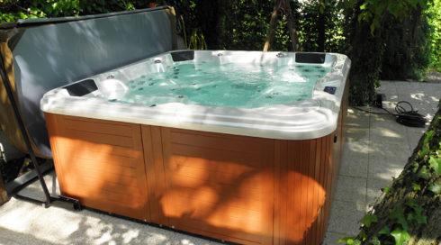 Spa-Studio Rodinná venkovní vířivka Delphina - Canadian Spa International®