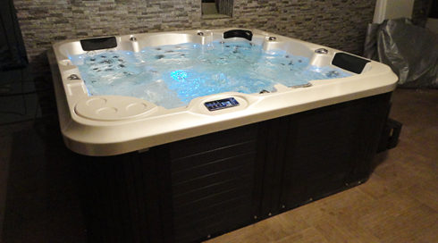 Spa studio vířivka Delphina Canadian Spa International® - wellness