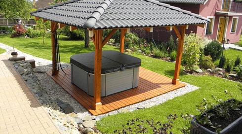 Rodinná venkovní vířivka Nemo s terasou a přístřeškem - Canadian Spa International®