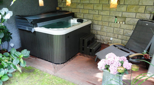 Sale of hot tub in the garden with healing effect - Canadian Spa International® model Puerla - Spa Studio Prague, Bratislava, Ostrava, Mladá Boleslav