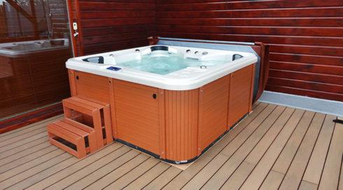 Spa Studio - Intimní vířivka s celoročním provozem na terasu - Orca, Canadian Spa International®