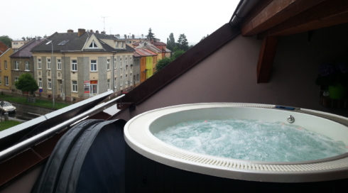Round hot tub on the apartment terrace Enna - Canadian Spa International® Spa Studio Bratislava