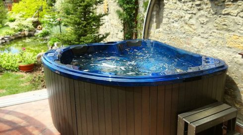 Spa Studio Bratislava - Outdoor hottub Morpheus - Canadian Spa International®