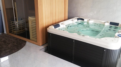 Spa Studio - family indoor spa Canadian Spa International® hot tub Delphina